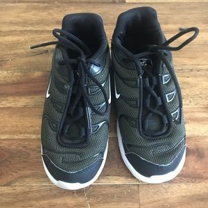 Youth Nike tennis shoes size 10